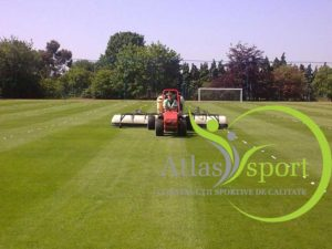 grounds-maintenance-spraying-sports-fields-with-covered-boom-4