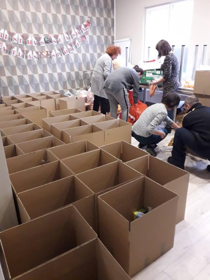 Atlas Sport élelmiszer csomagokat osztott ki rászoruló családoknak